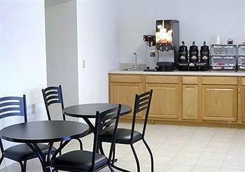 фото Baymont Inn & Suites Beloit 887837420