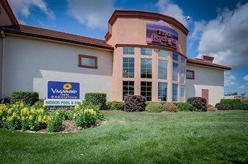 фото The Lodge- A Vagabond Inn Executive Hotel 905119873