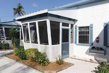 фото Tropical Winds Motel & Cottages 905121203