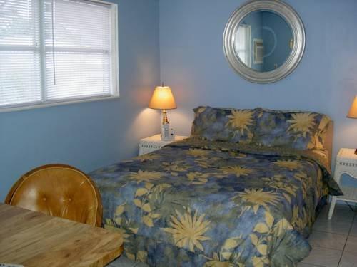 фото Liberty Suites Clothing-Optional Gay Men`s Resort Hotel 969521698