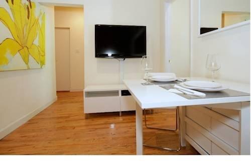 фото Upper East Side Beautiful 2 Bedroom 969579595