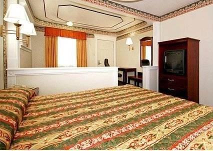 фото Econo Lodge And Suites 969717680