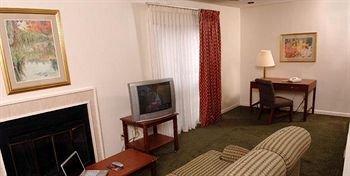 фото Huntsville Hotel & Suites 97172890