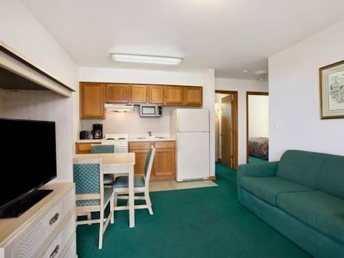фото Days Inn and Suites Kill Devil Hills - Mariner 980110316